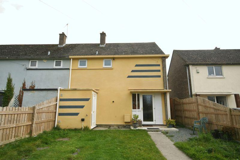 2 Bedrooms Semi Detached House for sale in Traffwll Road, Caergeiliog