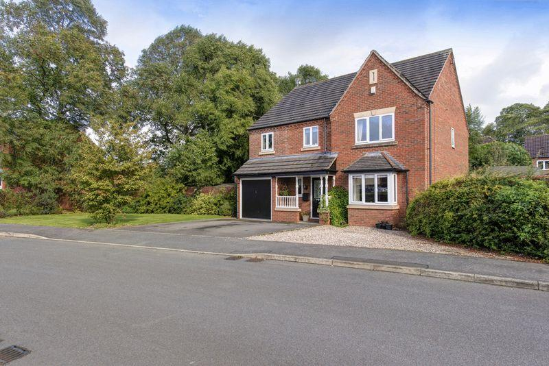 4 Bedrooms Detached House for sale in Hollybank, Maple Drive, Aston-On-Trent