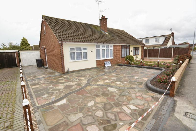2 Bedrooms Semi Detached Bungalow for sale in ROCHFORD