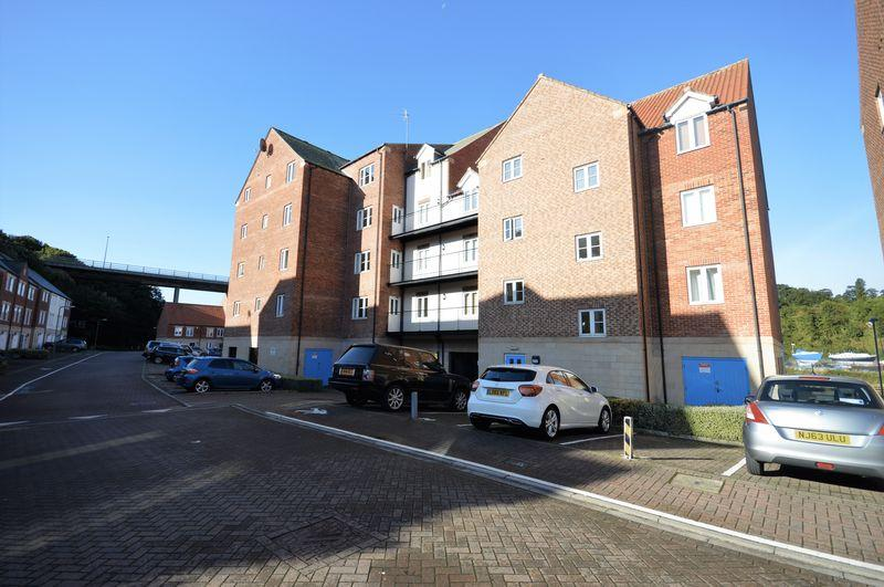 2 Bedrooms Apartment Flat for sale in Richardson Court, Whitehall La, Whitby