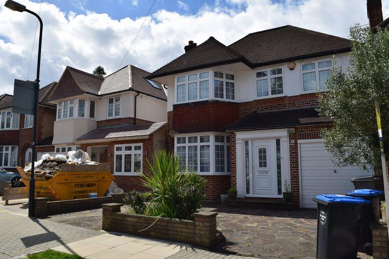 4 Bedrooms Detached House for sale in Donnington Road, Harrow