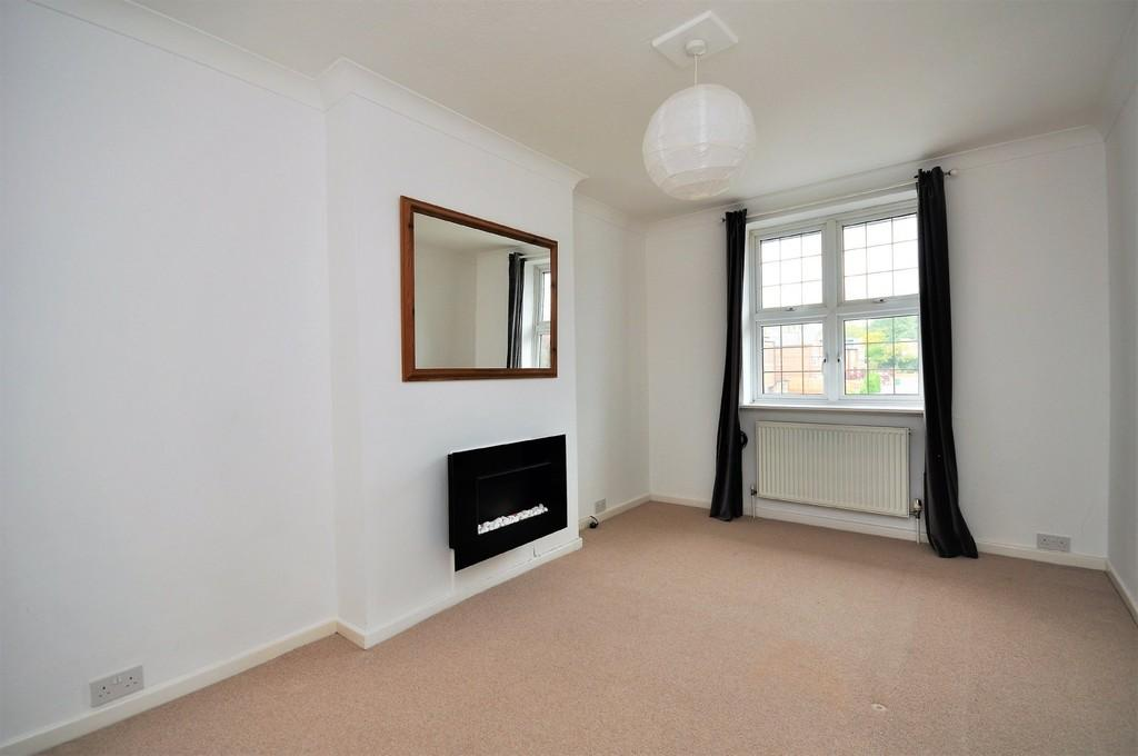 1 Bedroom Flat for sale in High Street, Esher