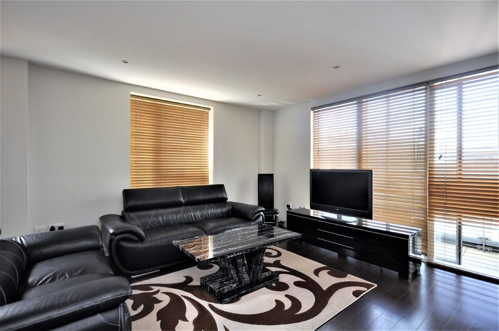 2 Bedrooms Apartment Flat for sale in The Heart, Walton-on-Thames