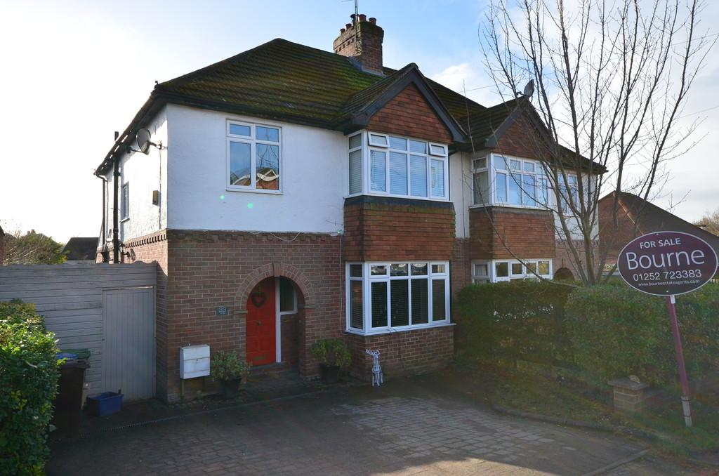 3 Bedrooms Semi Detached House for sale in York Crescent, Aldershot