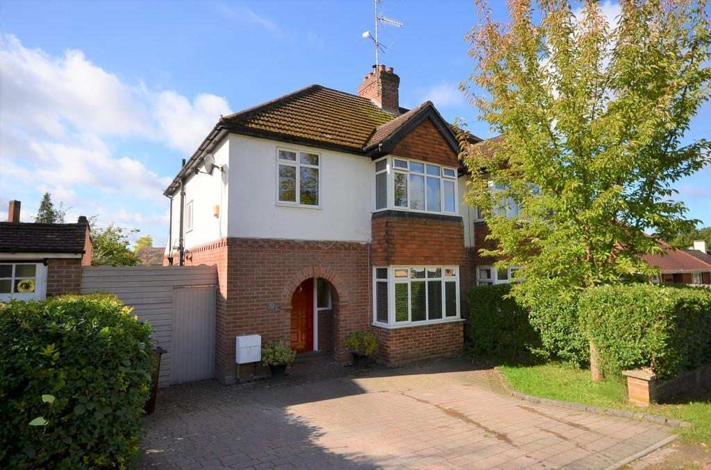 3 Bedrooms Semi Detached House for sale in York Crescent, Aldershot