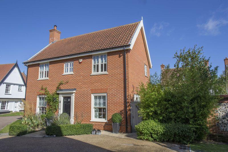4 Bedrooms Detached House for sale in Willow Close, Bury St. Edmunds