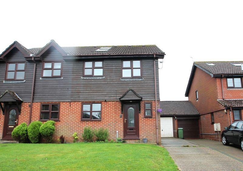 4 Bedrooms Semi Detached House for sale in Hawkinge, FOLKESTONE