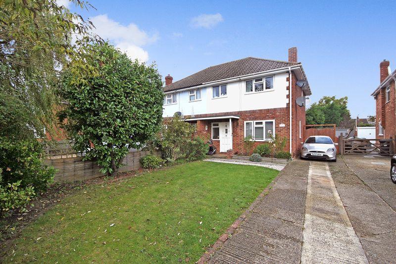 3 Bedrooms Semi Detached House for sale in Ash Street, Aldershot