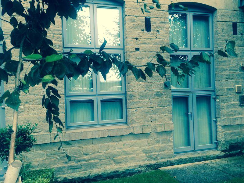 2 Bedrooms Apartment Flat for sale in Park Road, Elland