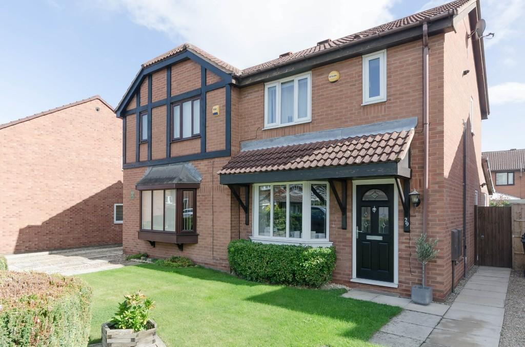 3 Bedrooms Semi Detached House for sale in Pinders Green Drive, Methley