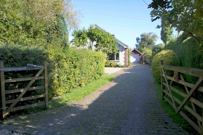 3 Bedrooms Detached Bungalow for sale in Little Ickford, Buckinghamshire