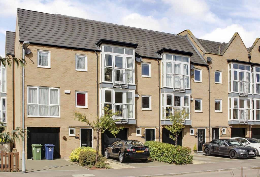 4 Bedrooms Town House for sale in Samuel Jones Crescent, Little Paxton, St. Neots