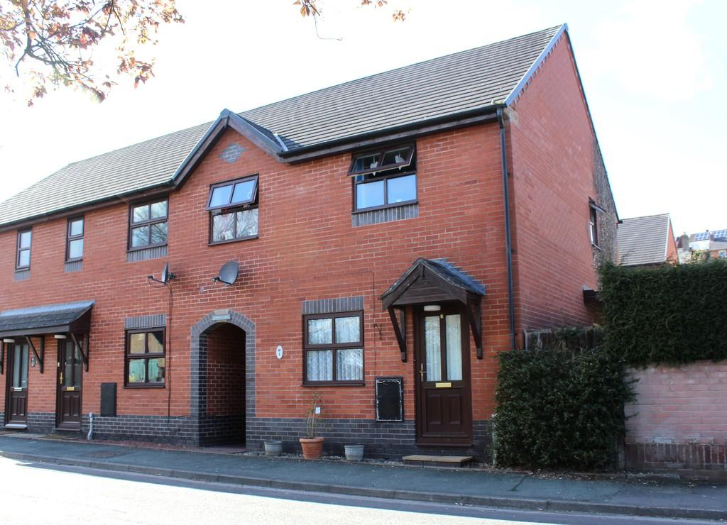 3 Bedrooms End Of Terrace House for sale in Gungrog Court, Welshpool
