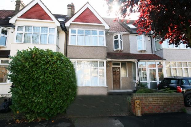 3 Bedrooms Terraced House for sale in Ashurst Drive, Ilford, IG6