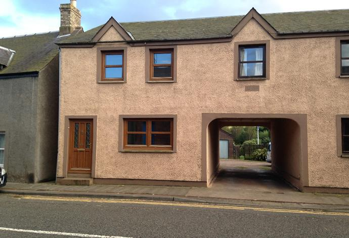 3 Bedrooms Semi Detached House for sale in 24 East High Street, Greenlaw, TD10 6UF