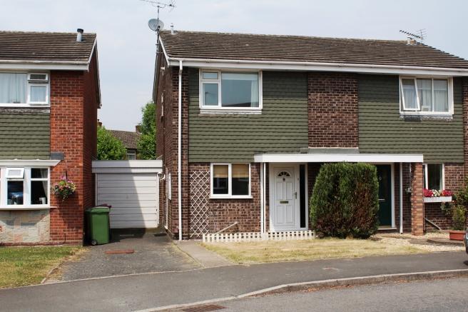 3 Bedrooms Semi Detached House for sale in 9 Stretton Avenue, Newport, Shropshire, TF10 7SF