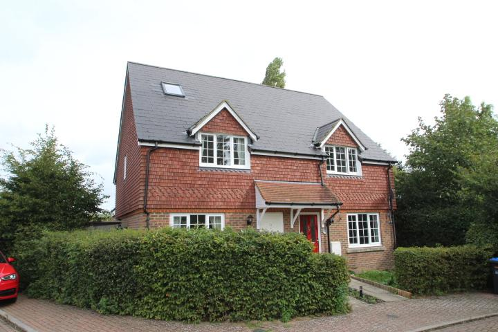 3 Bedrooms Semi Detached House for sale in The Grange, Hurstpierpoint