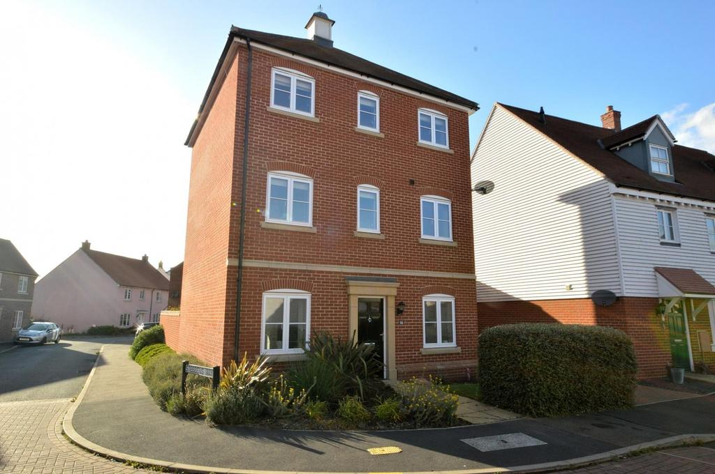 4 Bedrooms Town House for sale in Rennie Walk, Heybridge, Maldon, Essex, CM9