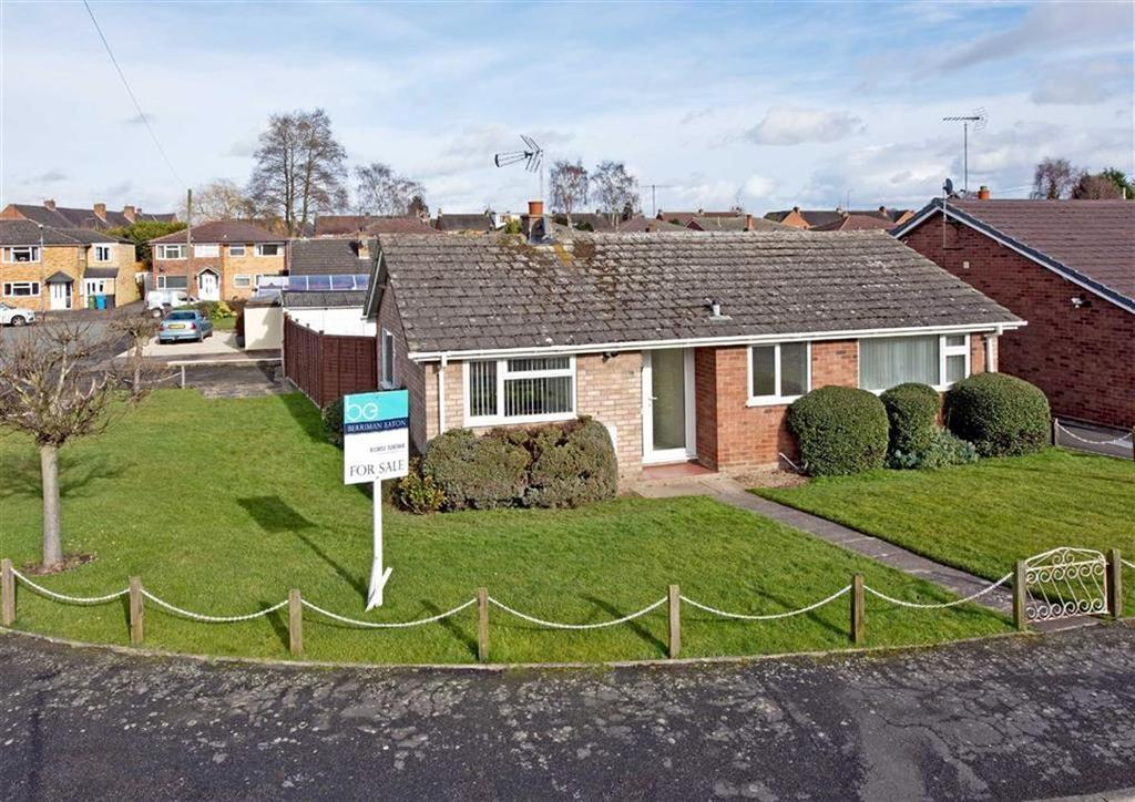 2 Bedrooms Detached Bungalow for sale in 70, Clee View Road, Wombourne, Wolverhampton, South Staffordshire, WV5