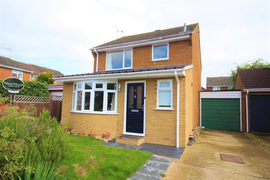 3 Bedrooms Detached House for sale in Hurst Park Road, Twyford, Reading