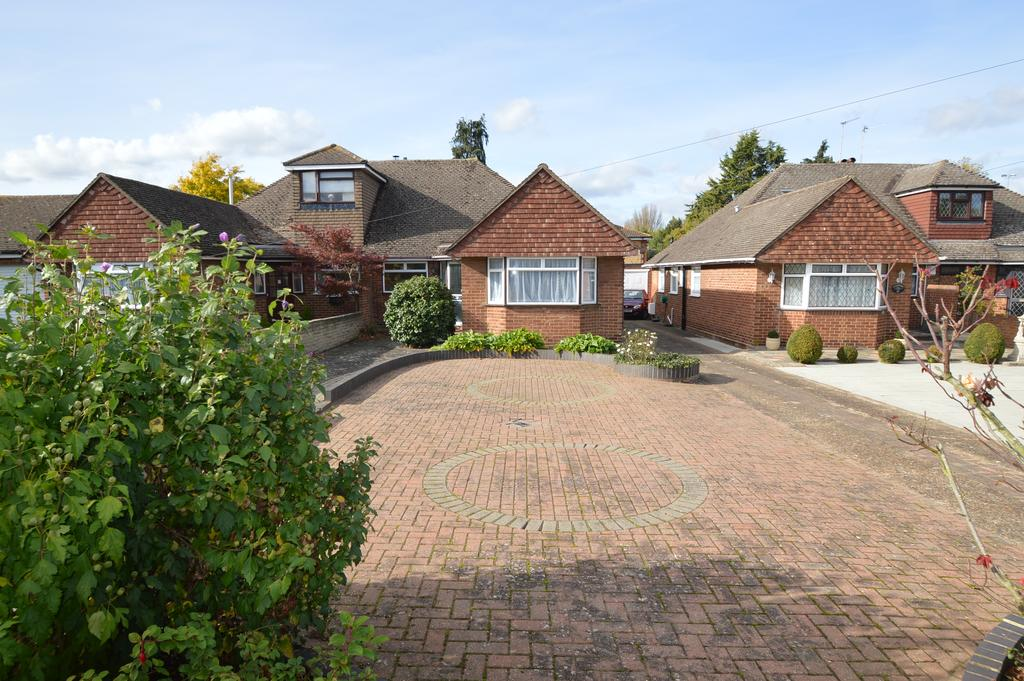 3 Bedrooms Semi Detached Bungalow for sale in Franklyn Road, WALTON ON THAMES KT12