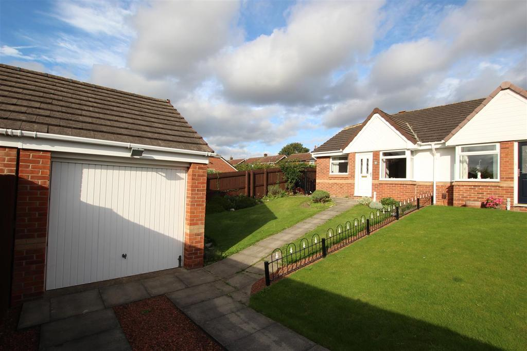 2 Bedrooms Semi Detached Bungalow for sale in Mendip Grove, Darlington