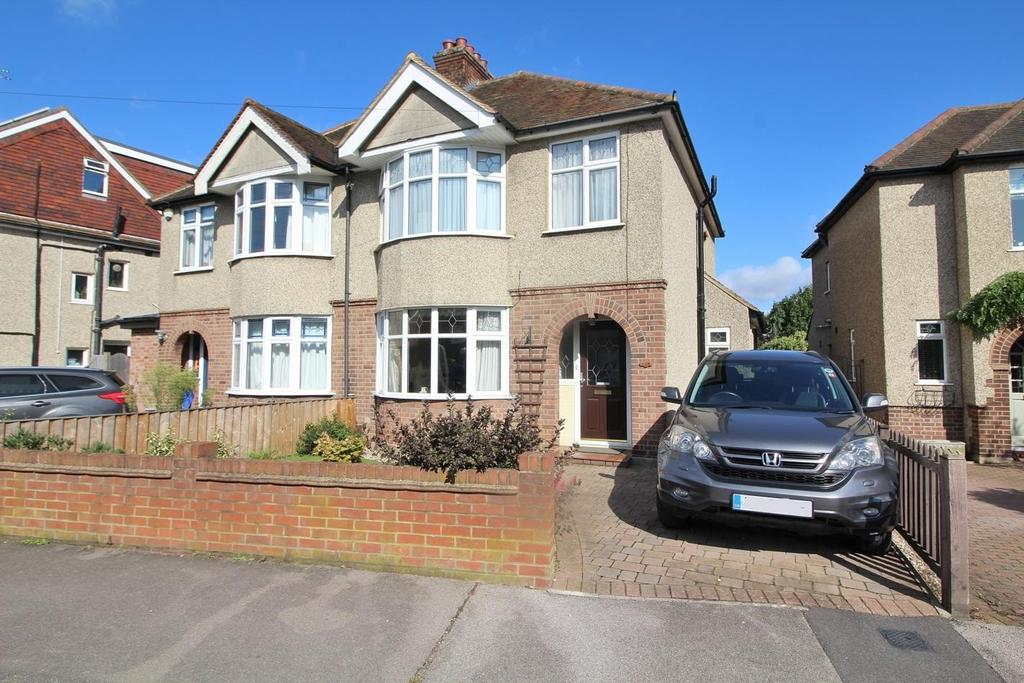 3 Bedrooms Semi Detached House for sale in Moulsham Drive, Chelmsford, Essex, CM2