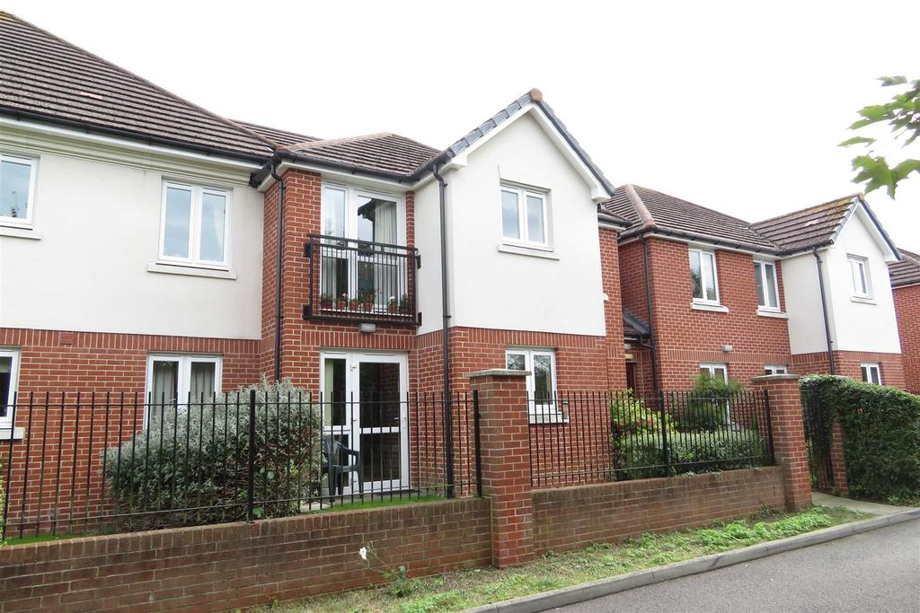 1 Bedroom Retirement Property for sale in Chieveley Close, Tilehurst, Reading