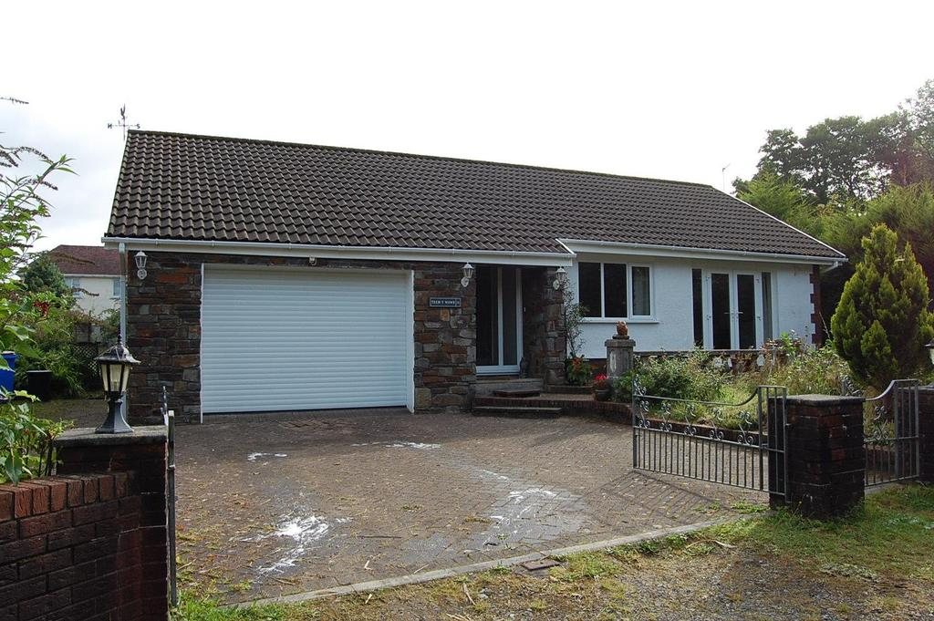 3 Bedrooms Detached Bungalow for sale in Deri Road, Glanamman, Ammanford