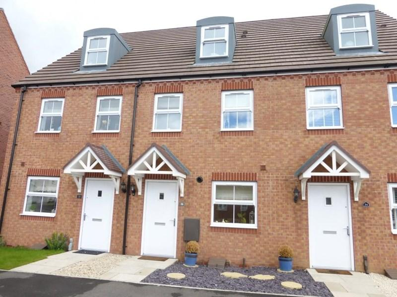 3 Bedrooms Terraced House for sale in Cornflower Drive, Evesham