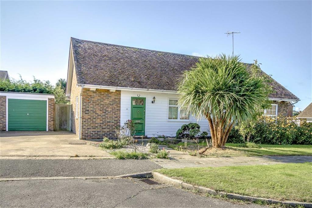 3 Bedrooms Detached Bungalow for sale in Fairways Close, Seaford
