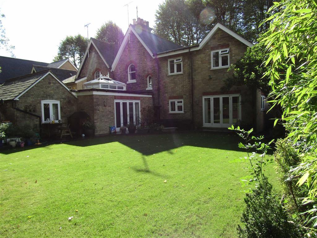 4 Bedrooms Semi Detached House for sale in Midland Cottages, Nightingale Road, Hitchin, SG5