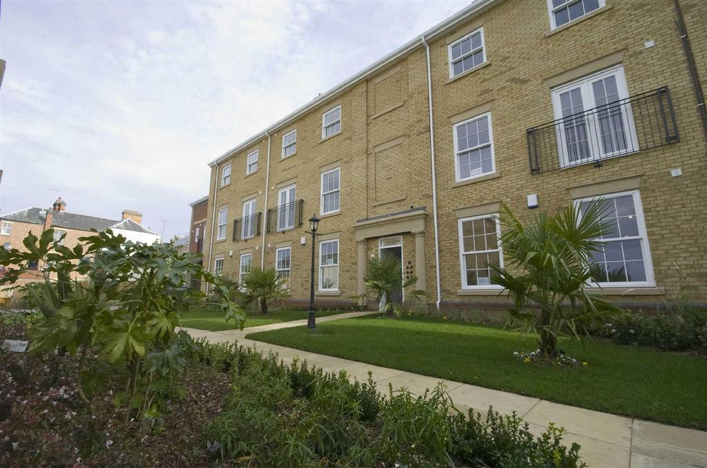 2 Bedrooms Flat for sale in Satchels Court, Dunchurch Road, Rugby