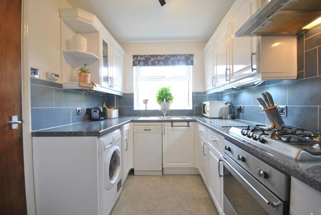 3 Bedrooms Terraced House for sale in Powster Road Bromley BR1