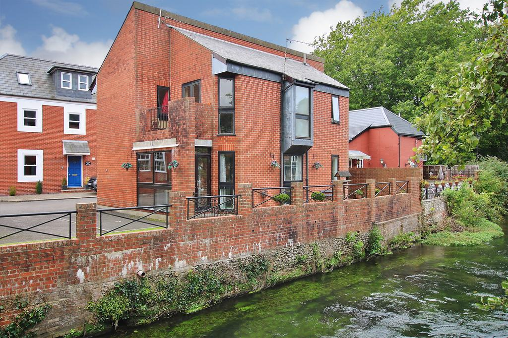 2 Bedrooms Ground Maisonette Flat for sale in Eastgate Street, Winchester