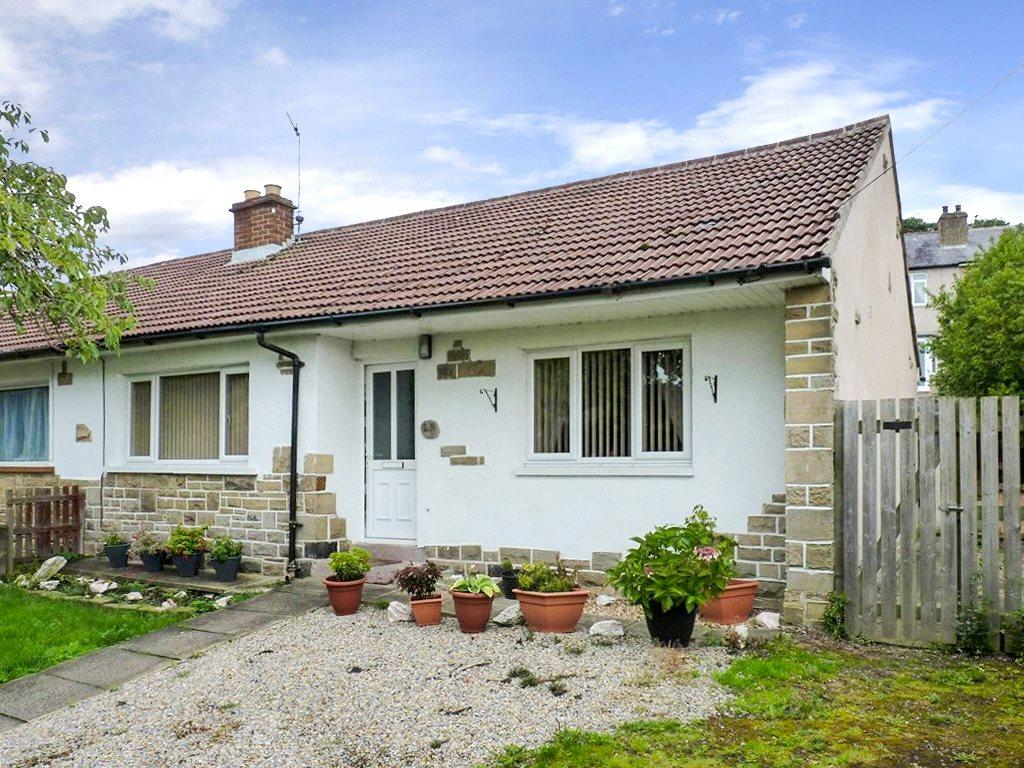 2 Bedrooms Semi Detached Bungalow for sale in Sunnymount, Braithwaite, Keighley, West Yorkshire