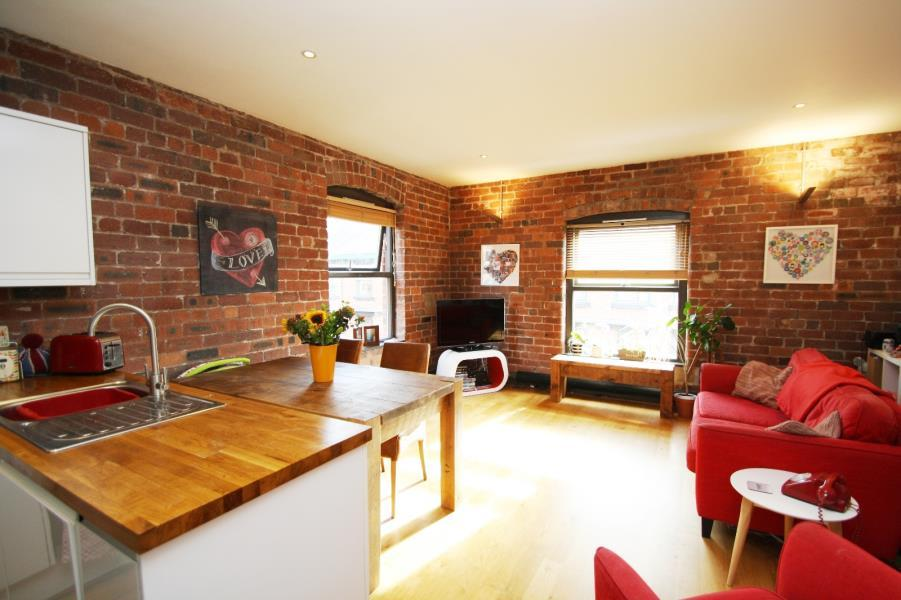 2 Bedrooms Apartment Flat for sale in DEWHIRST BUILDINGS, 33 KIRKGATE, LEEDS, LS2 7DR