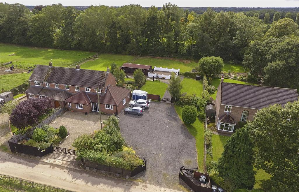 4 Bedrooms Equestrian Facility Character Property for sale in Burma Road, Hurworth Moor, Darlington, County Durham, DL2