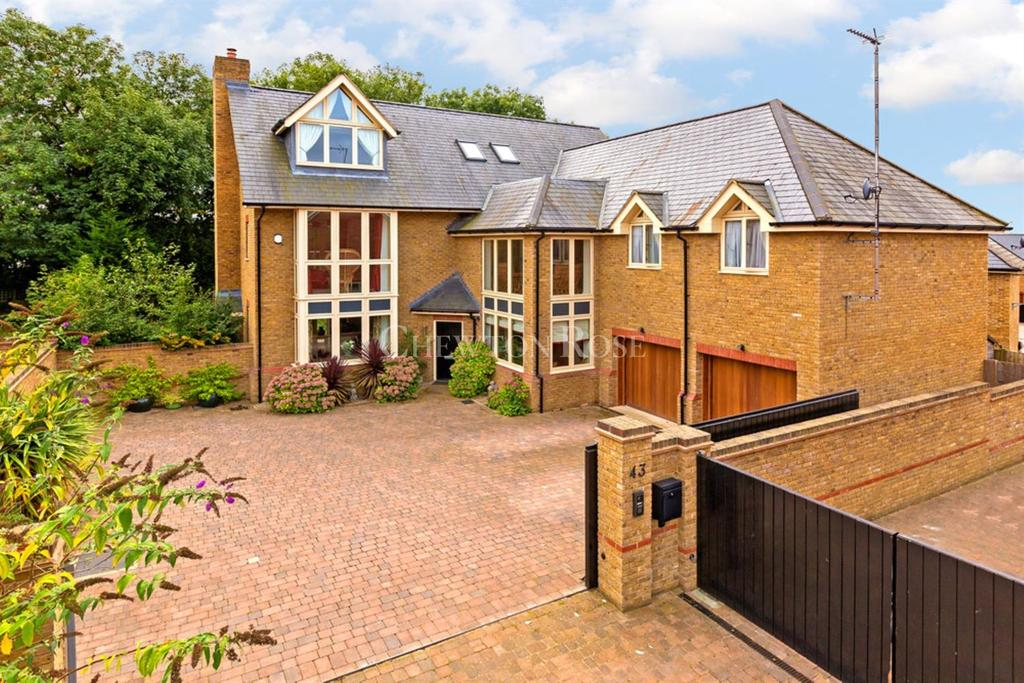 5 Bedrooms Detached House for sale in Walton