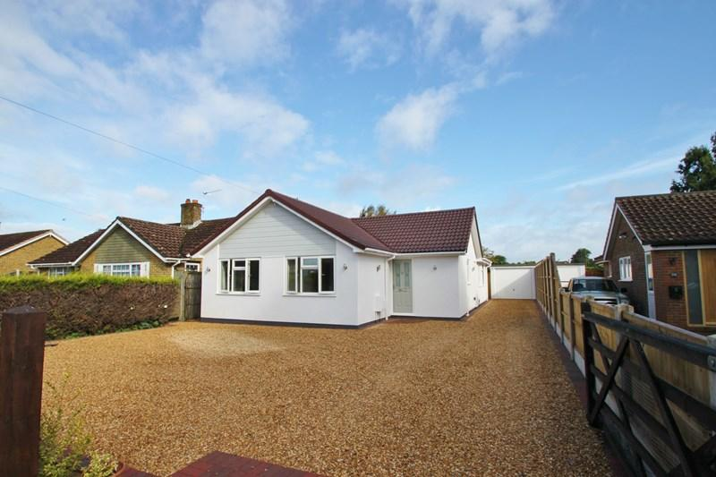 3 Bedrooms Bungalow for sale in Lake Road, Verwood