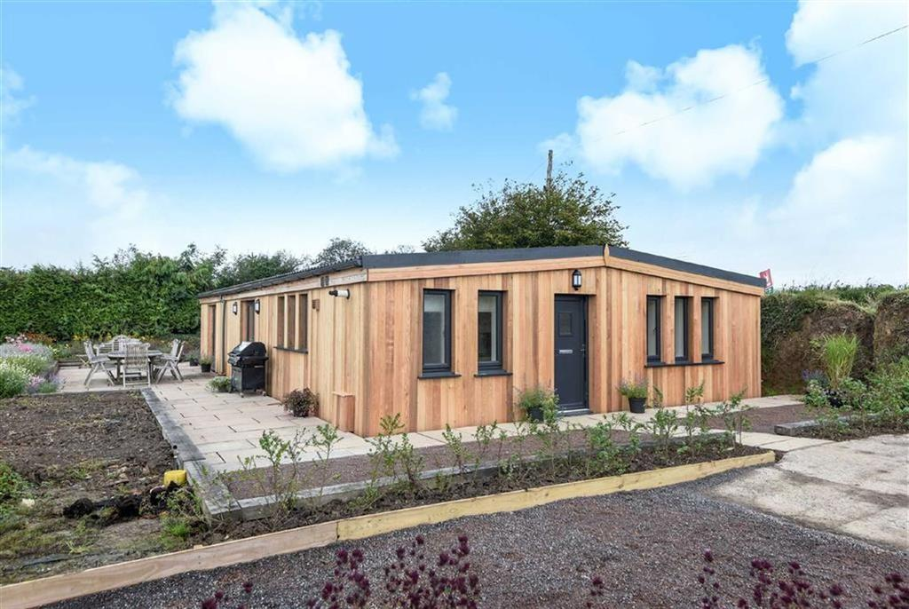 4 Bedrooms Bungalow for sale in Cottage Gardens, Lapford, Crediton, Devon, EX17