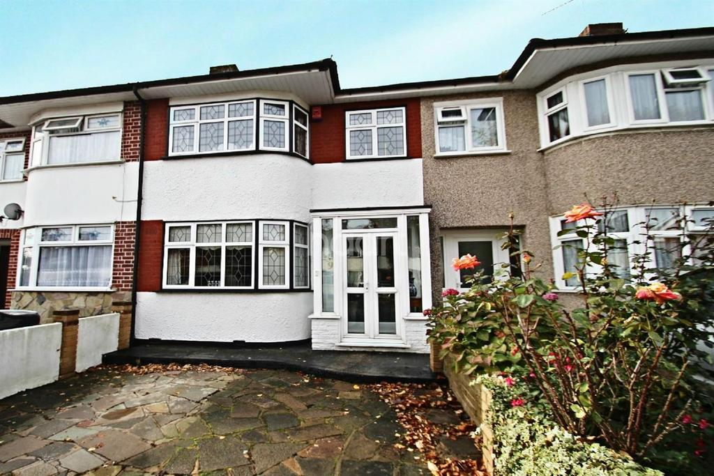3 Bedrooms Terraced House for sale in Thurlow Gardens, Hainault