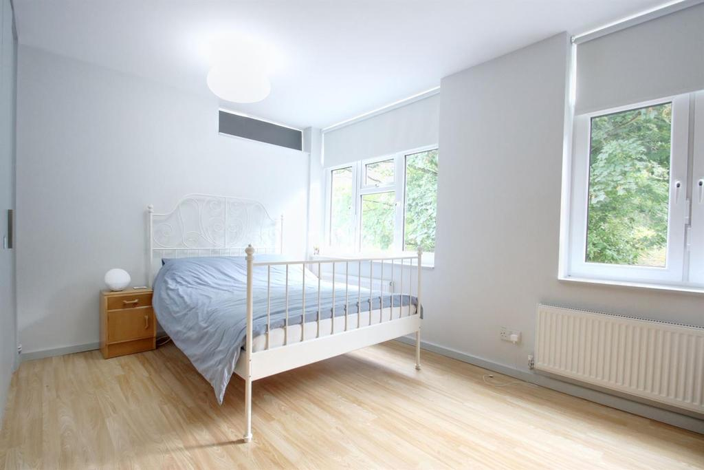 2 Bedrooms Flat for sale in Princess Court, Crystal Palace, SE19