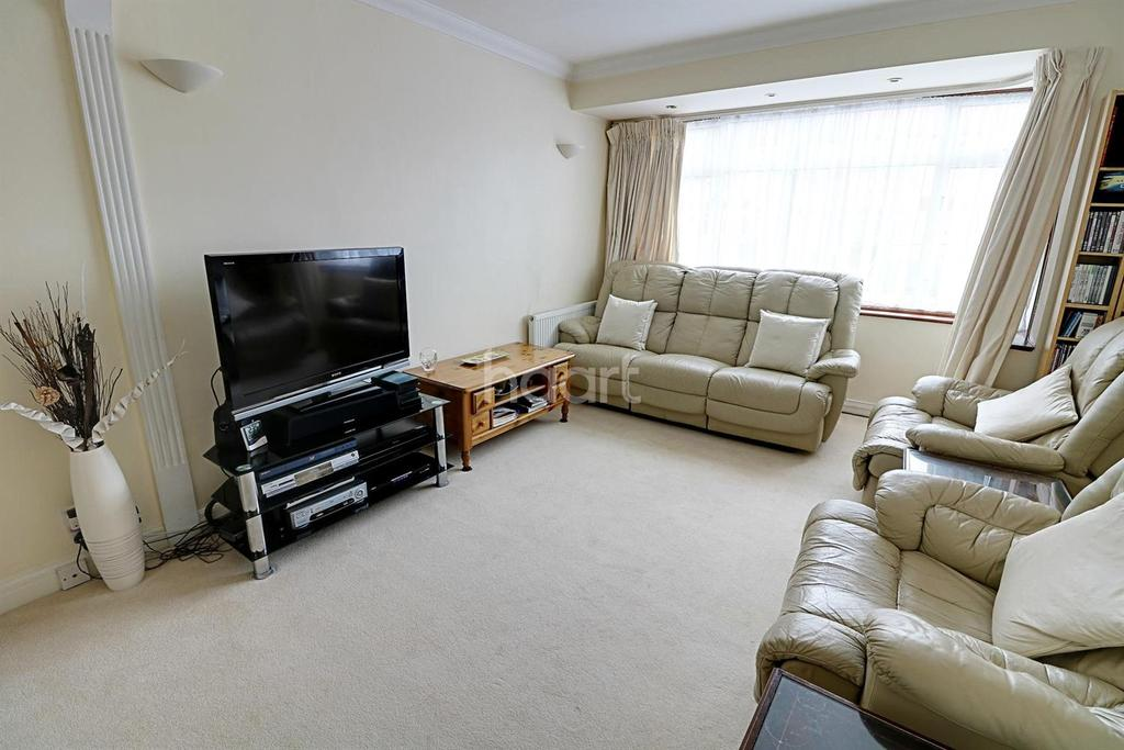 3 Bedrooms Terraced House for sale in Dellwood Gardens, Clayhall