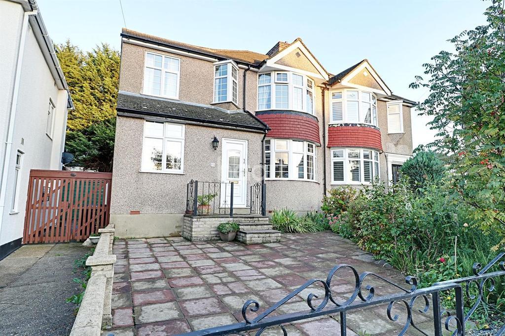 3 Bedrooms Semi Detached House for sale in Waltham Close, Dartford, DA1