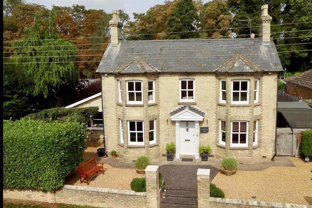 5 Bedrooms Detached House for sale in Bury Road, Kentford