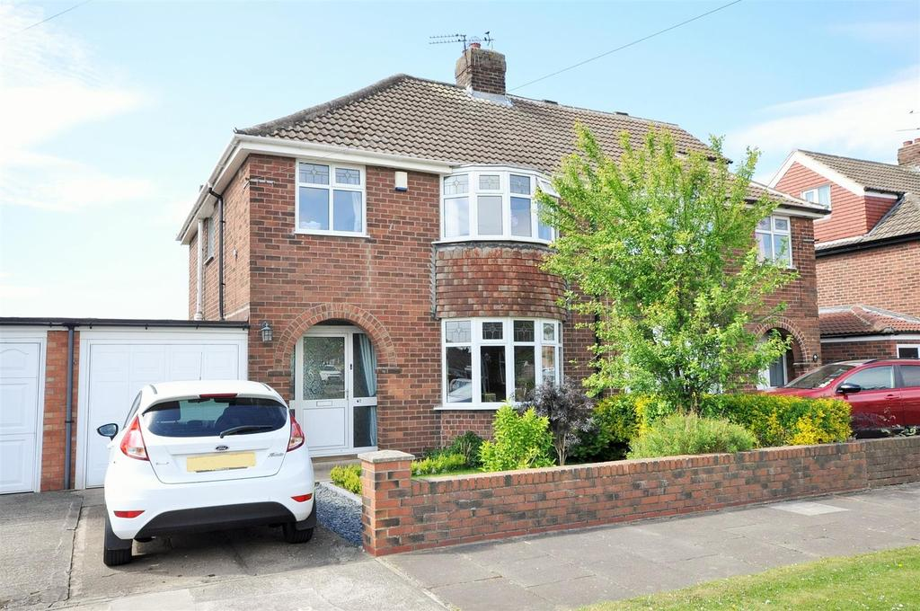 3 Bedrooms Semi Detached House for sale in Melwood Grove, Beckfield Lane, York