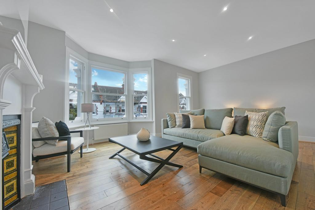 2 Bedrooms Maisonette Flat for sale in Harbord Street, London sw6