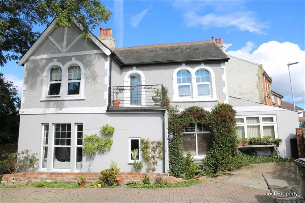 4 Bedrooms Detached House for sale in Duke Road, St Leonards On Sea