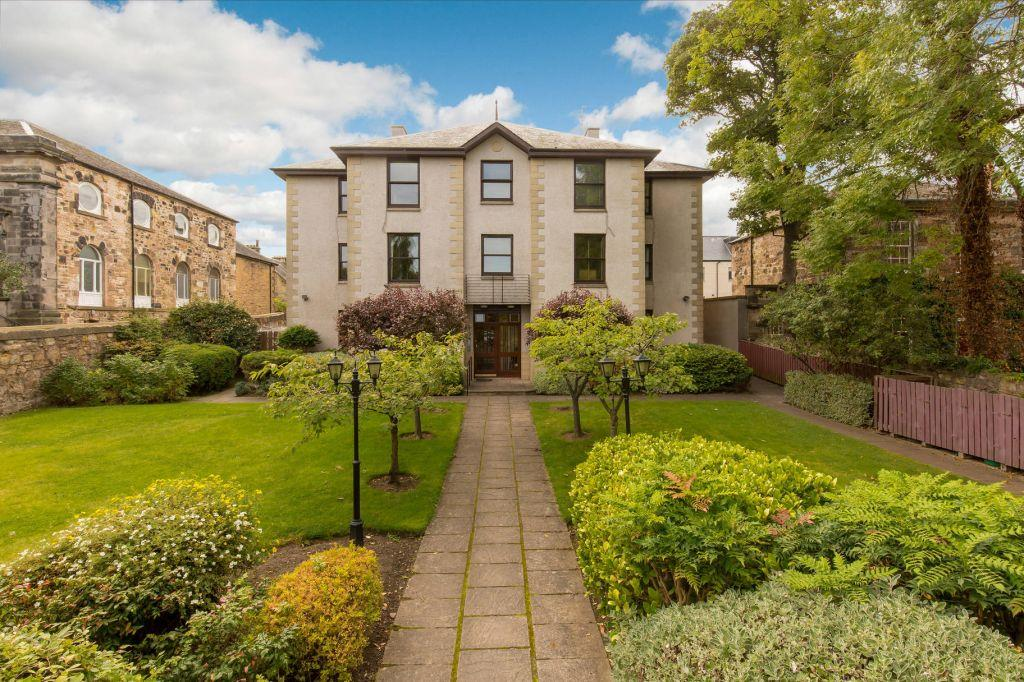 2 Bedrooms Flat for sale in 285/1 St Mark's Court, Portobello, Portobello High Street, Edinburgh, EH15 2AR